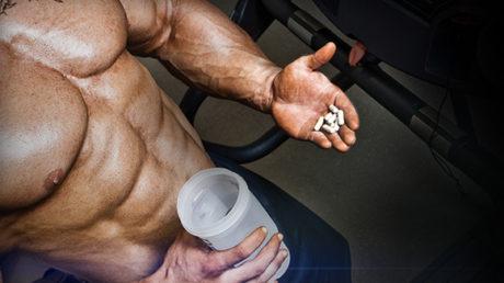 hombre consumiendo esteroides
